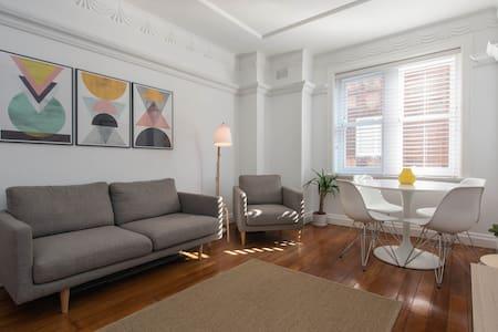 Potts Point - 1BR Mod Art Deco (walk everywhere) - Apartmen