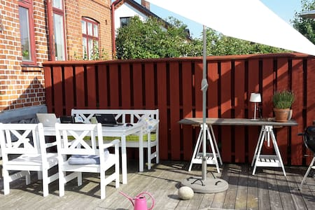 Guest room/house in my garden - Ystad - Bed & Breakfast