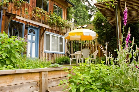 Seven Hills B&B on Bowen Island - Bed & Breakfast