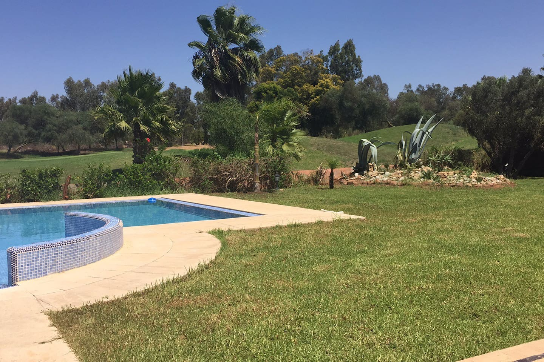 Belle villa avec piscine sur golf   villas à louer à ben slimane