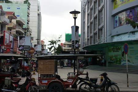 Central Market - Sorya Mall - Phnom Penh, Phnom Penh, KH - Townhouse