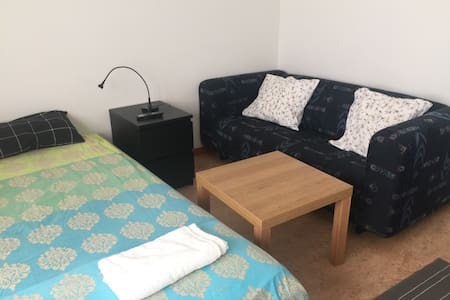 Modern studio Room in Uppsala City (with wi-fi) - Asrama