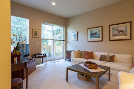 Private luxury suite w/ patio! - 伊瑟闊(Issaquah)