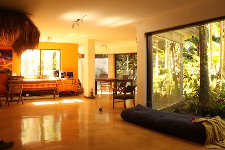 Resort styled home in rainforest - Forest Glen - Bed & Breakfast