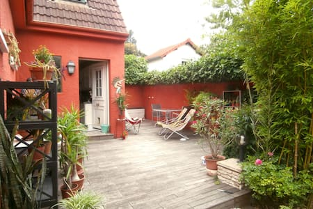 """Large modern """"suite"""" in a pretty house with garden - Montreuil - Maison"""