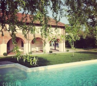 La Scuderia Charming Rooms Teepaps - San Paolo Solbrito - Bed & Breakfast