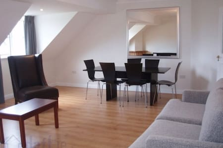 Double room in spacious shared flat