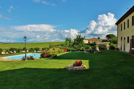 Farm-Holiday Apartment. - Castiglion fiorentino - Apartmen
