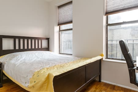 This clean and cozy private room can comfortably fit two people with a Queen size bed. It is located at the the heart of New York, 10 minutes walk to Time Square. 15 minutes walk to Central Park. Easy access to all the subways and vivid nightlife.