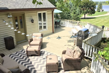 Beautiful 2 kitch home w/ huge deck - Orion charter Township - Huis