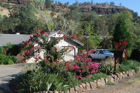 Comfy B&B in Butte Creek Canyon - Chico - Hus