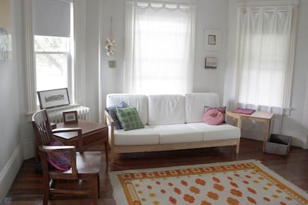 Bedroom on Bridgeman near campus