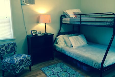 Bright, cozy apartment in trendy L.A. neighborhood. The room features a double bed on bottom bunk bed (twin bed on top). One bathroom with tub and shower to be shared with owner. Short walk to bars and restaurants on Ventura Blvd. Close to train. **Whole (2 bedroom) apartment available during weeks of Thanksgiving and Christmas/New Year.