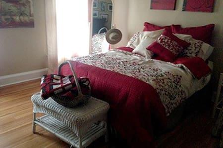 Elegant Historic Tudor Home - Binghamton - Casa
