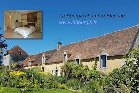 Le Bourgis chambre blanche - House
