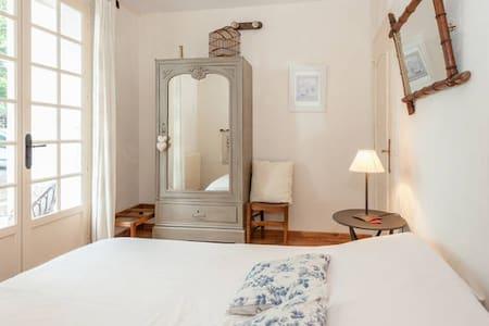 Le Mas des Lavande-Chambre bleue - Le Pègue - Bed & Breakfast