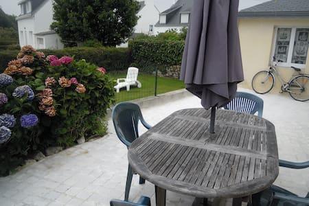 Maison de bord de mer en Finistère (jardin clos) - Combrit - House