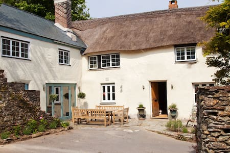 Luxury Farmhouse Twin Room - Kingsbridge - Bed & Breakfast