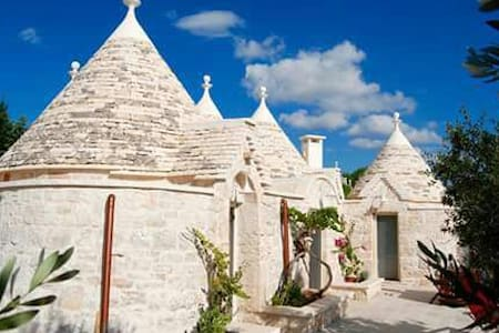 typical trulli in the quiet country - Andere