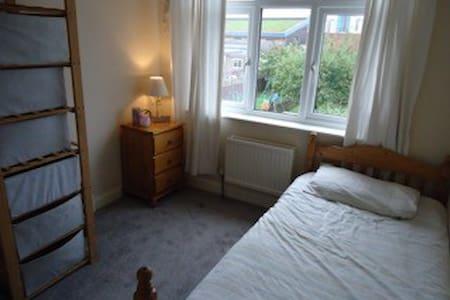 Spacious, Single Bedroom - Enfield - Casa