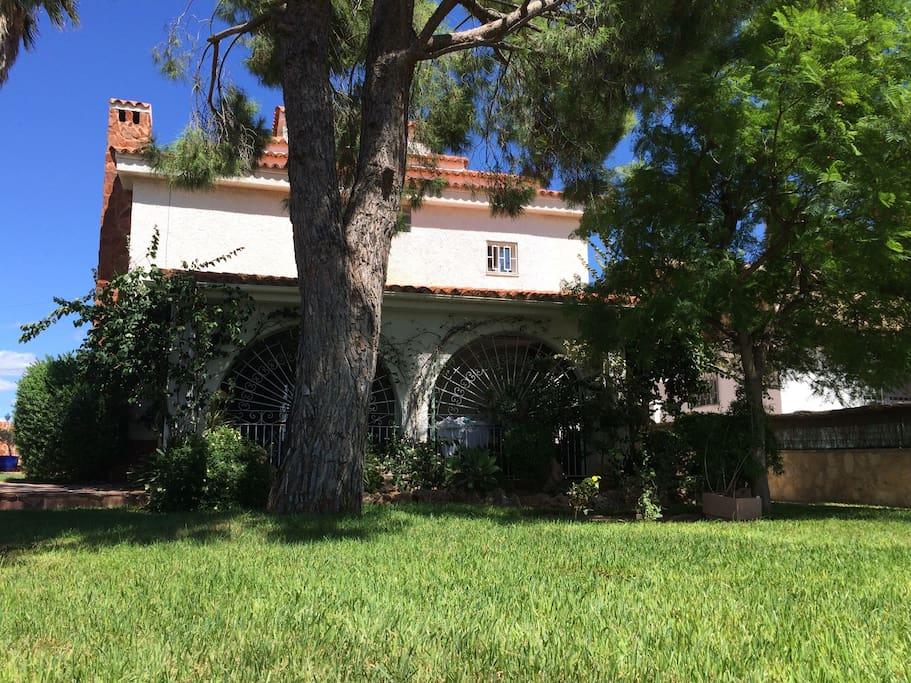 Maison avec piscine beau jardin apartments for rent in for Beau jardin apartment