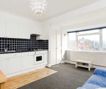 Bright, cosy and clean flat, Zone 2