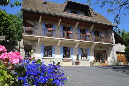 B&B La Maison du Chevalier, Ambert - Marat - Bed & Breakfast