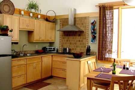 Stunning Woodstock 1 BR Hideaway - House