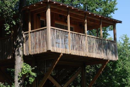 Cabane dans les arbres tout confort avec piscine.. - Esparsac