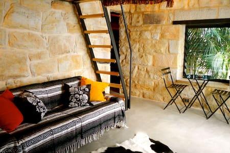 Manly Beach Sandstone Studio - Daire