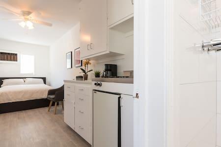 Remodeled Lux Studio Culver City! - Culver City - Apartment