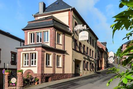 Hotel Gasthaus zur Post in Kyllburg - Kondominium