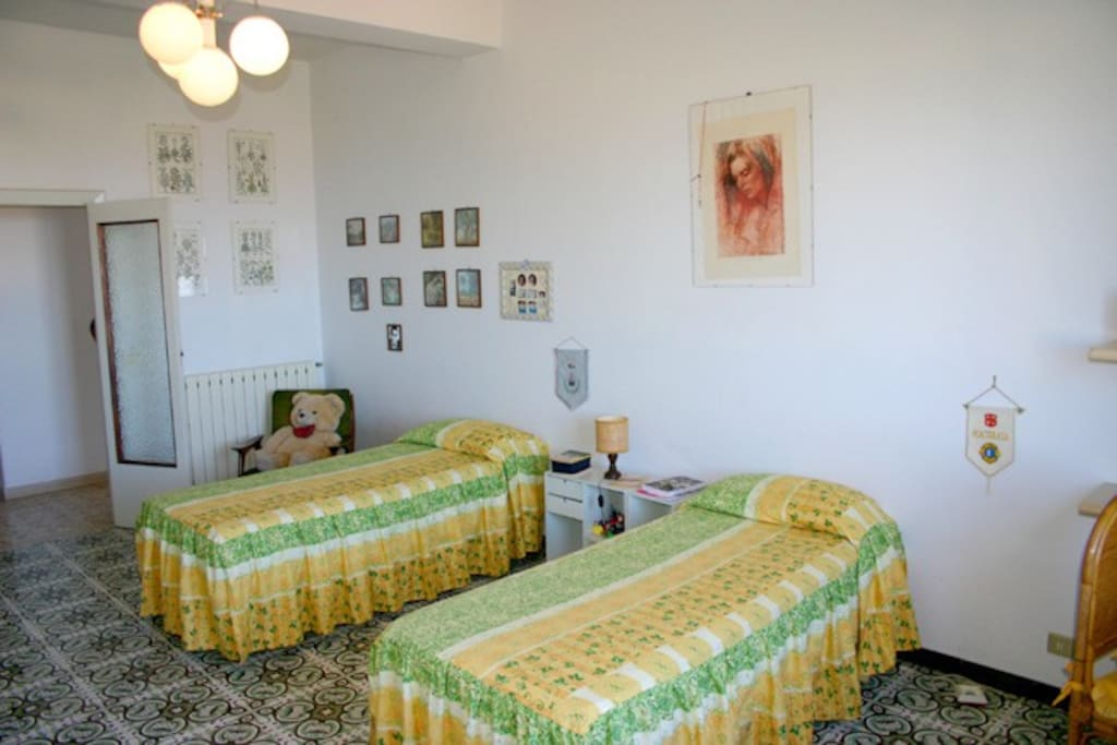 The Bedroom with two single beds of Chiara Apartment in Sorrento