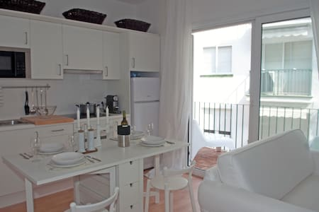 Apt. Nice terrace next center / beach - Wohnung