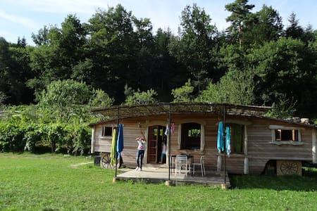 roulotte en bois face aux Pyrenees - Sainte-Croix-Volvestre