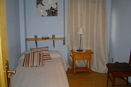 Room with wifi and private bathroom - Madrid - House