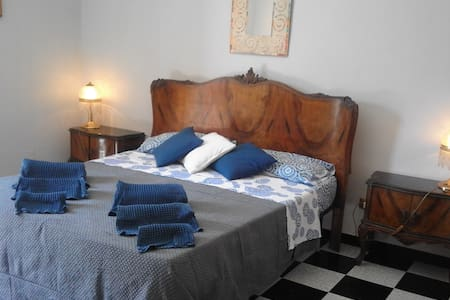 Camera luminosa con bagno privato+colazzione - Bed & Breakfast