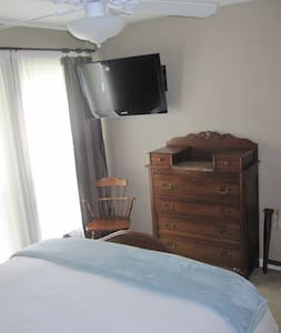 bedroom (#2) in nice location - Stillwater - Casa