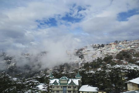 Private Apt with Shimla view!!
