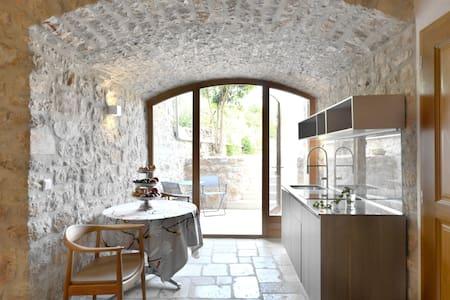 Charmante Garden Suite im Steinhaus - Stari Grad - Villa