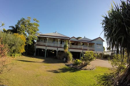 Queenslander by the sea - House
