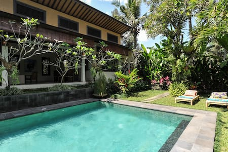Unique Private & Relaxing Bungalow - Tabanan - Bed & Breakfast