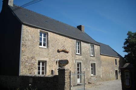 LA CHAMPELLERIE - House