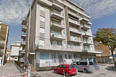 Bilocale al piano 1° a pochi passi dal mare - Lido - Apartment
