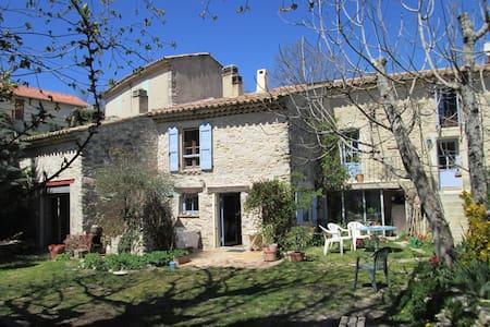 Maison en pierre du XVIIIe siècle - Montfuron - Hus