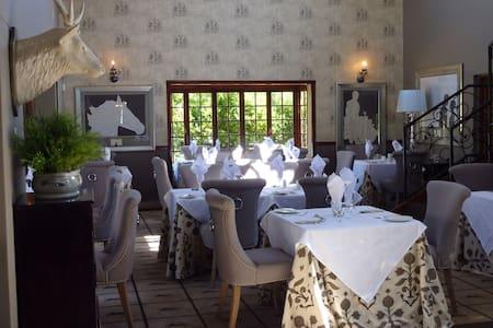 The Highlander - Luxury Suite - Dullstroom - Bed & Breakfast