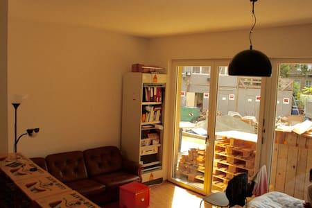 Big sunny room @ Frankfurter Tor - Berlin - Apartment