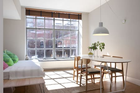 Converted factory with parking - Edimburg - Pis
