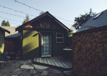 Cozy Micro Home in Old Bend