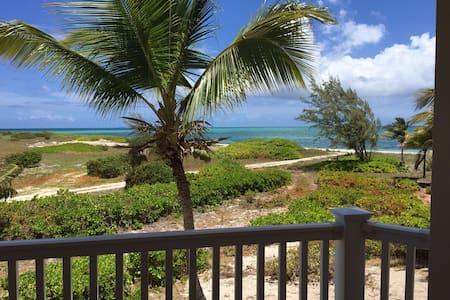 1 br 1 ba Ocean view pool hot tub - Wheeland Settlement - Condomínio